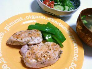 コストコ鶏胸肉に無印ハーブソテーミックスを使って